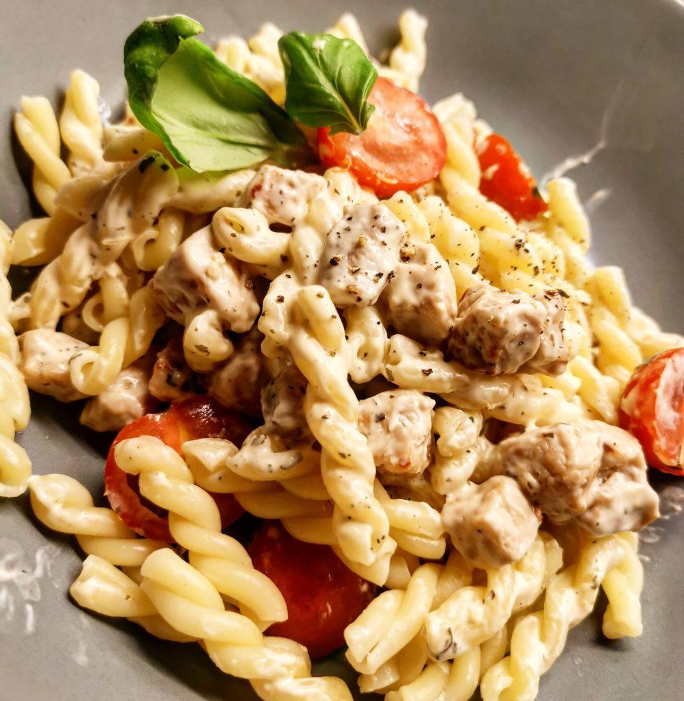Fläskfilé pork pasta zeta tomat basilika pepper svartpeppar