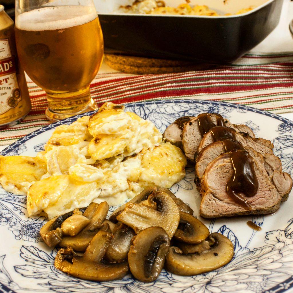 Fläskfilé champinjon svamp potatisgratäng öl potatis kött fläsk