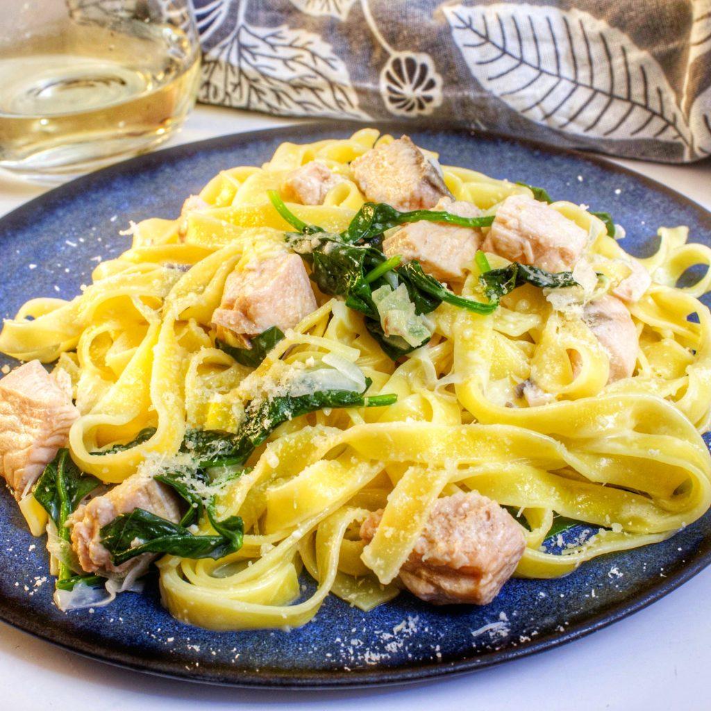 Laxpasta Krämig pasta lax fisk tagliatelle