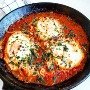 Enkel Shakshuka Tomatsås ägg